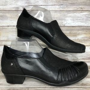 Earth Dorado 10M Black Textured Leather Loafers